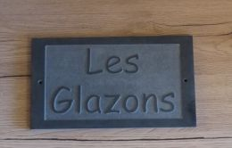 Plaque de maison en relief